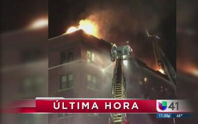 Fuerte incendio destruye edificio en NJ