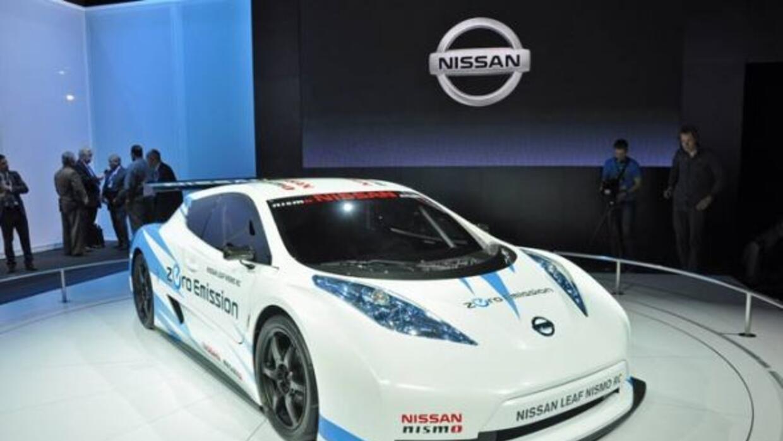 El paquete de 48 baterías de ion-litio genera 107 caballos de fuerza y 2...