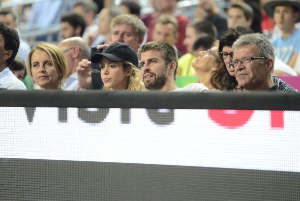 Acudieron en compañía de los padres del futbolista al encuentro de balon...