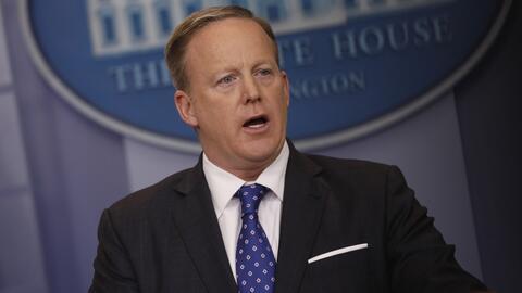 """Spicer sobre deportaciones masivas: """"Aquellos que sean una amenaza serán..."""