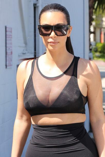 Pero Kim le gusta mostrar sus curvas en toda su expresión.