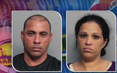 Acusan a pareja hispana de usar un dispositivo en una gasolinera para le...