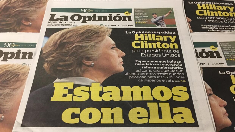 """""""La Opinión respalda a Hillary Clinton"""". Portada del 18 de oct..."""
