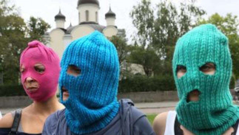 Dos integrantes de la banda punk Pussy Riot huyeron de Rusia para evitar...