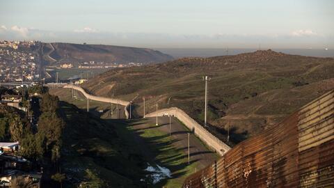 Propiedades que quedarían divididas con la construcción del muro entre E...