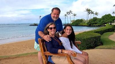 Mira con quién nadó Raúl de Molina en las playas de Hawai