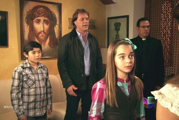 Daniel y Camila desean casarse de inmediato, lamentablemente Mariano y s...