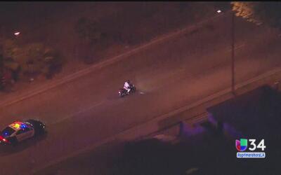 Motociclista es perseguido a alta velocidad en Maywood