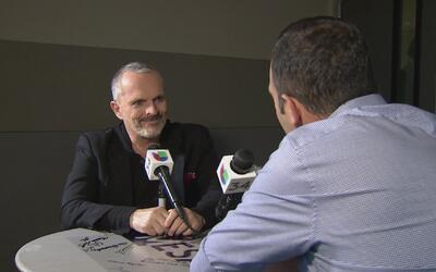 Miguel Bosé se sienta en La Mesa para contarnos detalles inéditos de su...