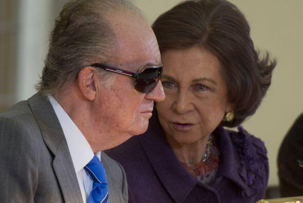 """EL REY JUAN CARLOS. Sobre el Monarca, 'El País' dice: """"La figura del rey..."""