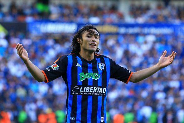 El lateral brasileño no salió contento cuando fue relevado por Ambriz en...