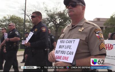 Activistas marchan en memoria de las víctimas afectadas por conductores...