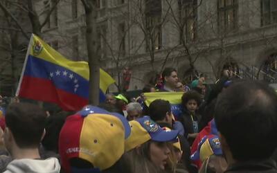 Venezolanos de Nueva York protestan por los ataques del gobierno de Madu...