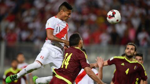 Perú igualó a dos goles con Venezuela en final cardiaco.