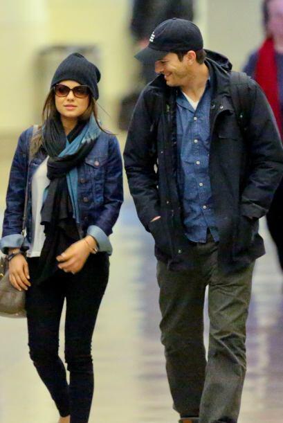 La pareja fue captada en Los Angeles vistiendo ropa casual, pero con alg...