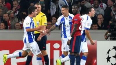 Héctor Herrera celebra su gol ante Lille para darle el triunfo al Oporto.