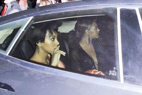 Tras el episodio de agresividad de Solange, Beyoncé se marchó con ella.M...