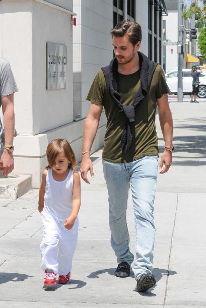 Cuando de usar 'jeans' se trata, vemos a Scott, regularmente usando moca...