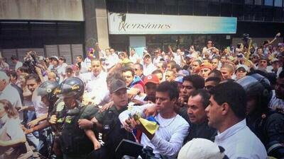 Leopoldo López se entregó a los militares