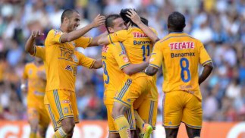 Tigres celebra el primer gol ante Gallos.