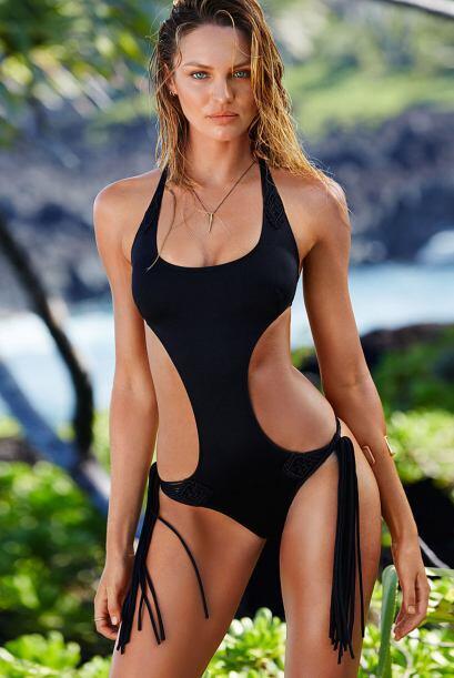 Miren nada más la manera en cómo porta los bikinis. Es un...