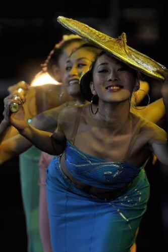 Un grupo de danza chino engalanó el eventó que no tuvo un solo momento d...