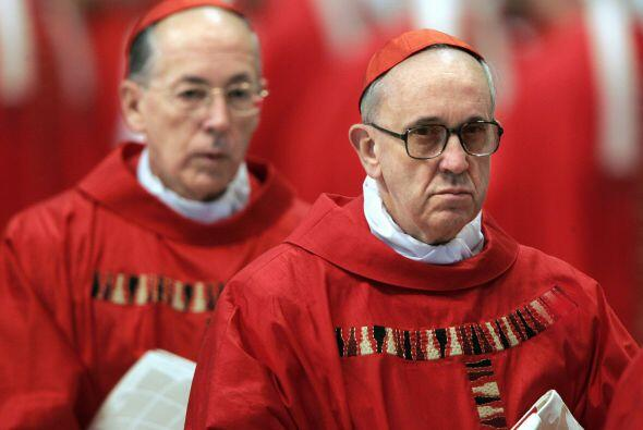 Es el primer latinoamericano y el primer jesuita que es nombrado Sumo Po...