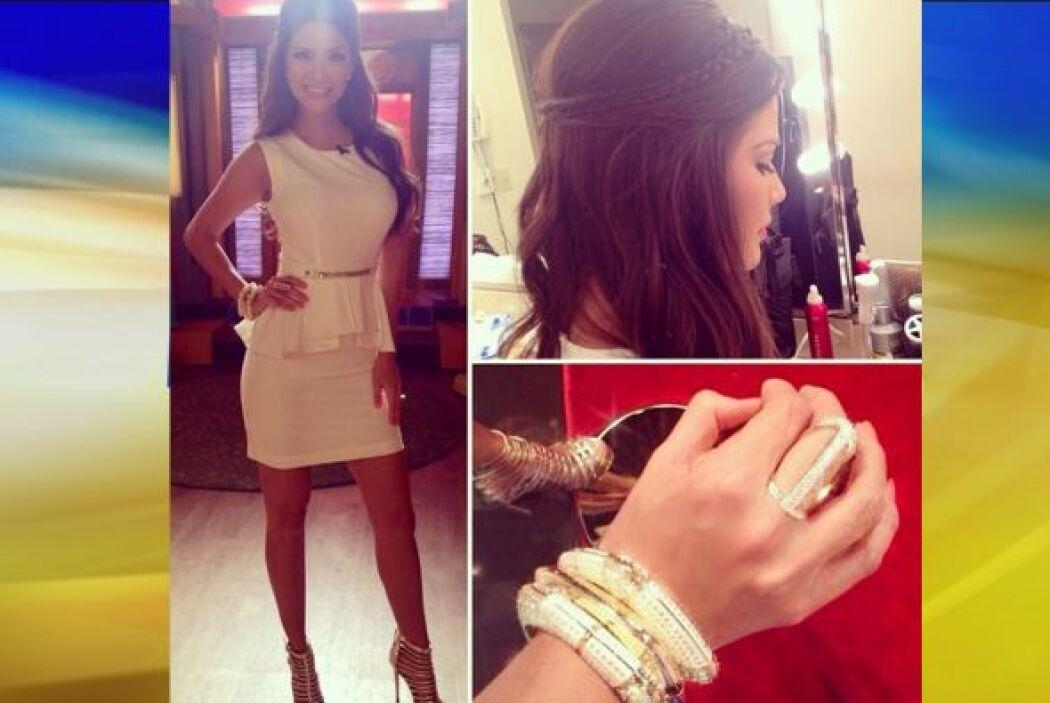Agosto 11, 2014: Accesorios brillantes, un peinado coqueto y un vestido...