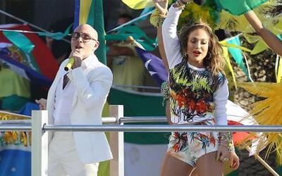 Jennifer López y Pitbull encendieron las calles de Miami