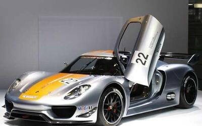 El 918 RSR mezcla el diseño del 918 Spyder con el funcionamiento del 911...