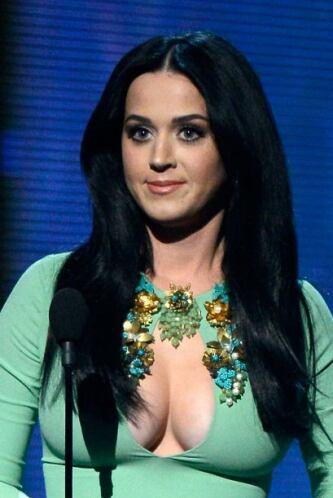 En la pasada gala de los Grammy Awards, la cantante nos dejó bizcos con...