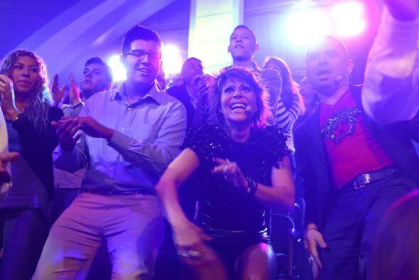 Se puso tan bueno el número, ¡que Alejandra y Larry bailaron entre la ge...
