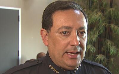 El jefe de policía de Houston hace un llamado de unidad en la gran diver...