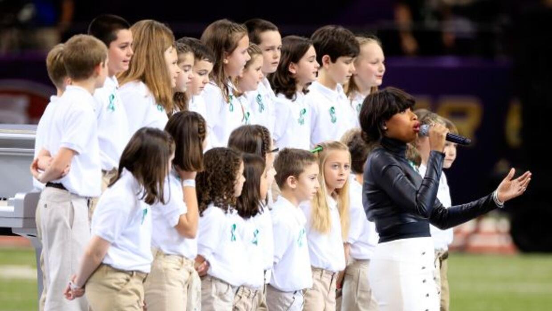 El coro de la escuela primaria Sandy Hook cantó junto a Jennifer Hudson.