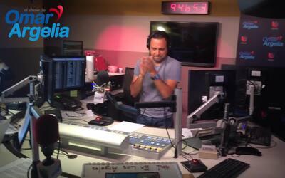 La pareja mas querida de la radio en español recibió serenata en pleno s...