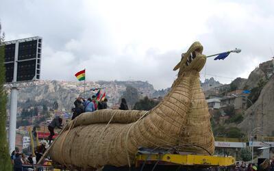 Viracocha III es el nombre de la balsa de totora de 18 metros de largo y...