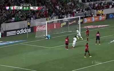 Gooool!!! Carlos Esquivel remata de cabeza y anota para México