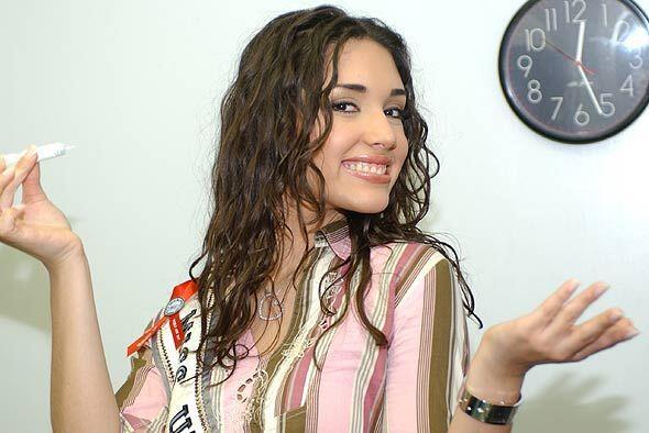 La ex Miss Universo 2003. Amelia Vega visita  Don Francisco.