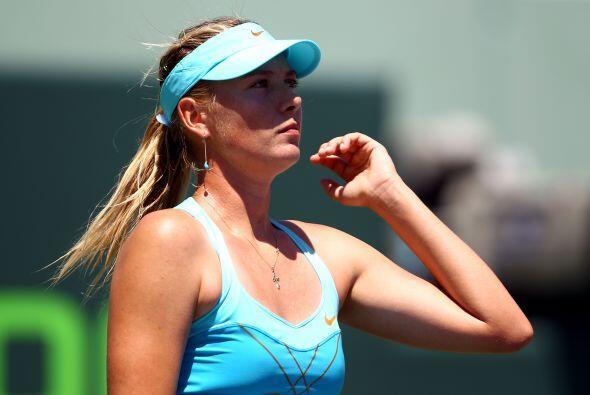 ...¡hasta angustiada, Maria Sharapova es bella!
