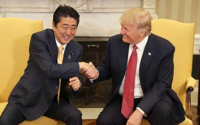 Un apretón de manos incomodo: las diferencias diplomáticas entre Trump y...