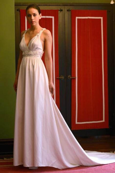 Para las bodas invernales o de noche es mejor optar por vestidos largos...