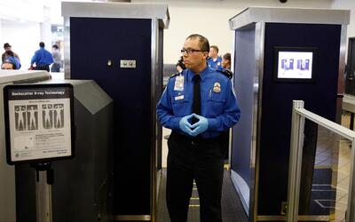¿Le pueden revisar el celular en la aduana a su llegada a Estados Unidos?