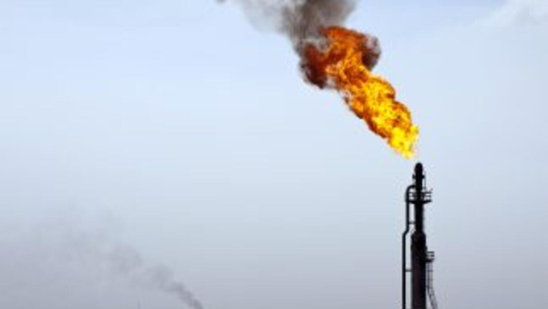 Una plataforma petrolera se hundió parcialmente en el Golfo de México