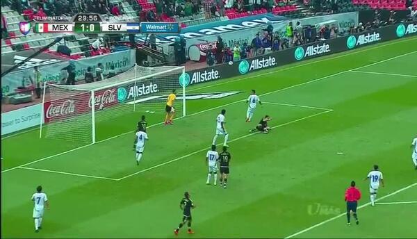 Disparo afuera de Javier Hernández