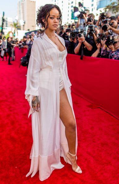 Rihanna encontró el equilibrio perfecto entre elegancia y estilo arriesg...