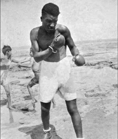 El primer campeón africanoEl senegalés Battling Siki (foto...