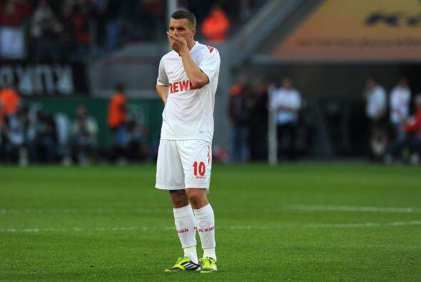 Al parecer a Lukas Podolski también le dio reacción tras la derrota del...