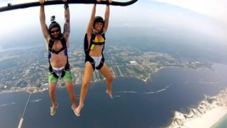 Después de ver este video, te parecerá que hacer paracaidismo desde un a...