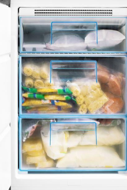 Conoce tu congelador. A veces, compramos ítems que ya tenemos en...