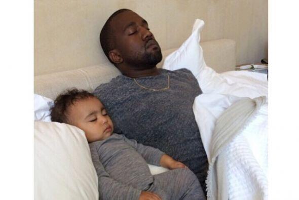 Esta es una adorable foto junto a su famoso papá.